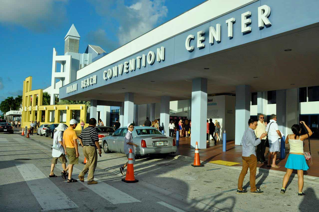 Convention bureau backs Beach center plans