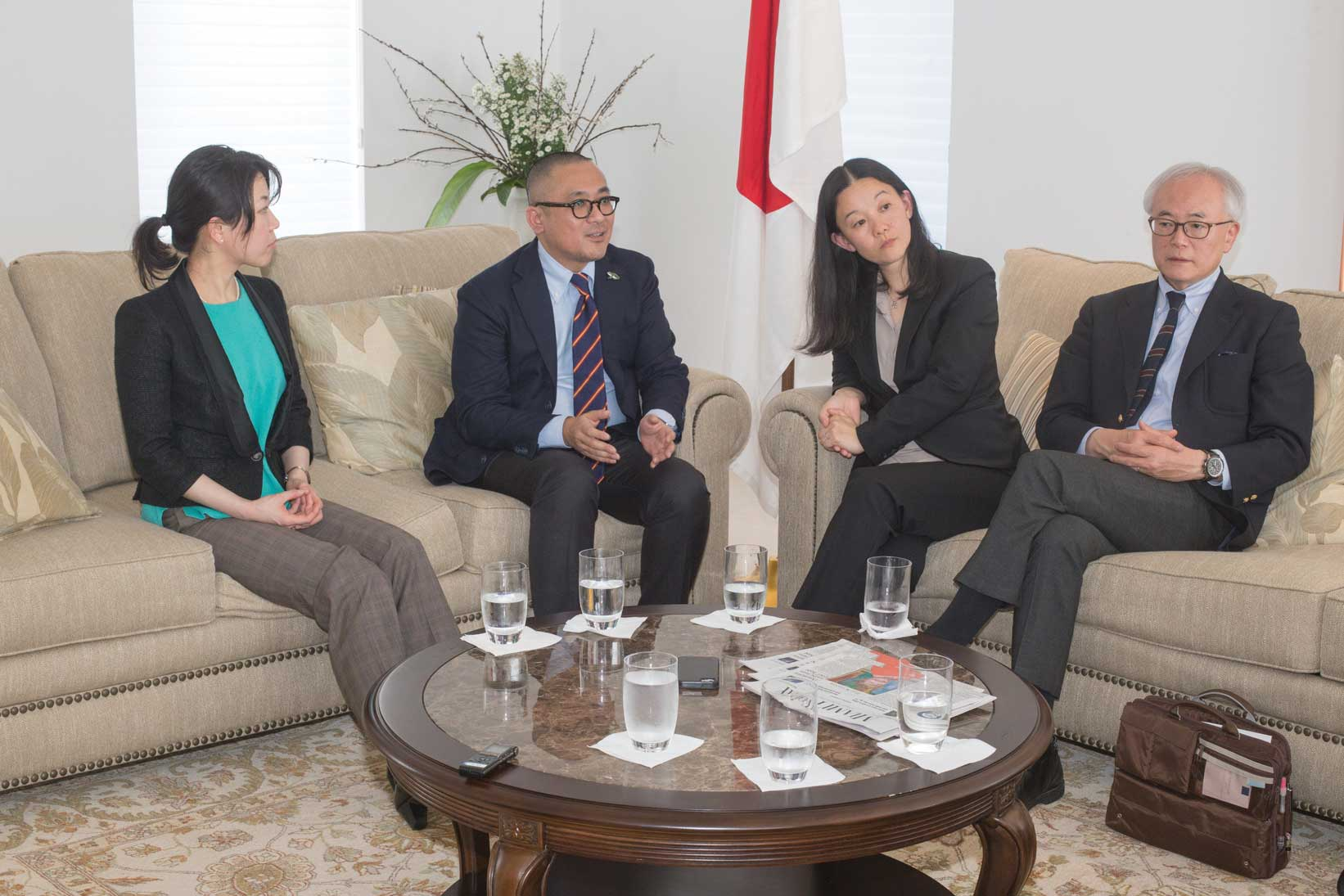 Visiting Japanese Fulbright alumni talk of common issues