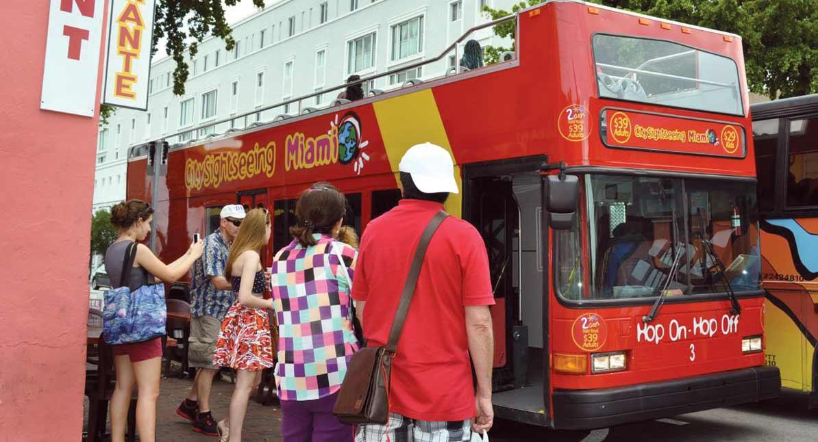Bus tour kiosks OK'd for boulevard median