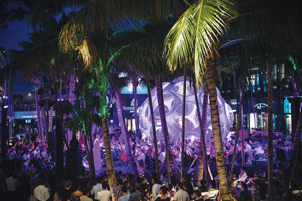 Free Miami Symphony Orchestra concerts packing Design District