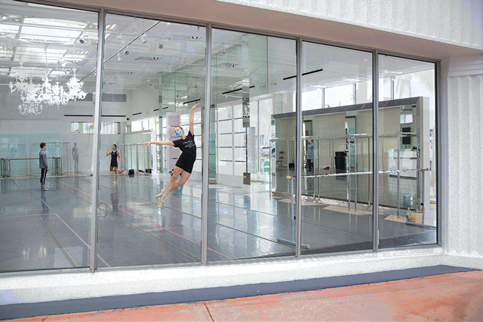 Miami City Ballet offers store-window performances free