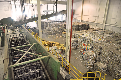 Team evaluates future of imperiled Miami-Dade recycling